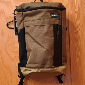 DAKINE 25L BACKPACK NWT